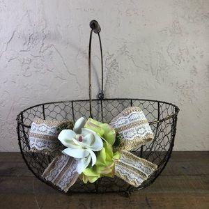 Chicken wire rustic wedding basket